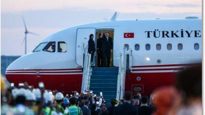 Cumhurbaşkanı Erdoğan, İstanbul Yeni Havalimanı'na ilk inişini yaptı