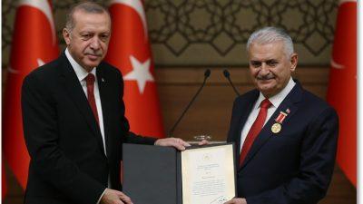 Cumhurbaşkanı Erdoğan, TBMM Başkanı Yıldırım'a Devlet Şeref Madalyası tevdi etti