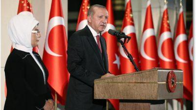 """""""Türkiye, arkasında yüzlerce milyon kardeşinin duasıyla tarihî bir mücadele yürütüyor"""""""