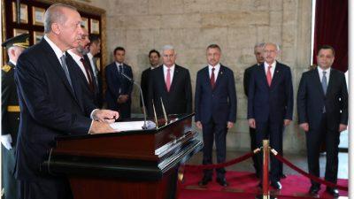 Cumhurbaşkanımız Erdoğan, 30 Ağustos Zafer Bayramı kutlamaları kapsamında Anıtkabir'i ziyaret etti