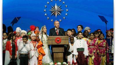 """Cumhurbaşkanı Erdoğan,""""Dünyayı güzelleştiren yegâne şey çocukların tebessümüdür"""
