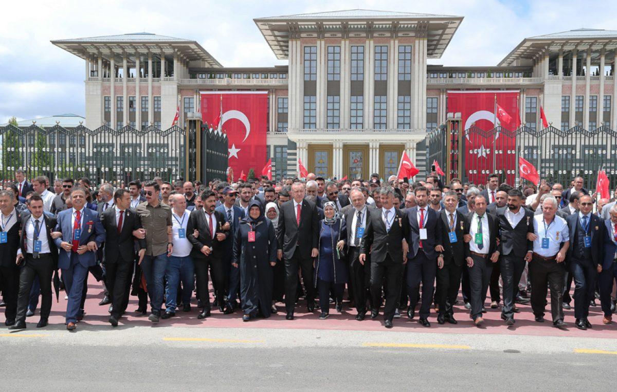 Son Dakika | Cumhurbaşkanı Erdoğan, 15 Temmuz Şehitler Abidesi'ne çiçek bıraktı