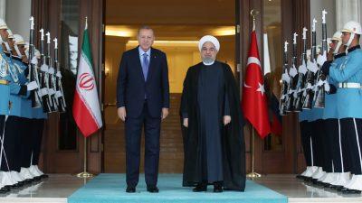 Cumhurbaşkanı Erdoğan, İran Cumhurbaşkanı Ruhani ile bir araya geldi