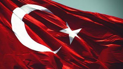 """Cumhurbaşkanı Erdoğan, """"Ülkemizi köşeye sıkıştıracağını zannedenlere tarihî bir ders vereceğiz"""""""