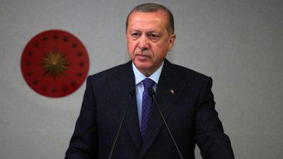 """Cumhurbaşkanı Erdoğan, """"15 Temmuz'da millî iradeyi ayaklar altına almak ve geleceğimizi karartmak isteyen hainleri, şanlı bir direnişle hüsrana uğrattık"""""""